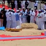 People offer prayers after the burial of former President APJ Abdul Kalam - ANI http://t.co/GvdICyCiaS