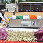 In #Pictures: PM Modi pays homage to former President, Dr. A.P.J. Abdul Kalam http://t.co/b2imCeoWJk http://t.co/aS2PTF1Lee