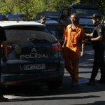 Acción vivo/ Son 4 los activistas escaladores detenidos en acción de hoy http://t.co/gUKh1wO45J #NoalImpuestoalSol http://t.co/dvrIZeEThO