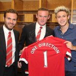 Always nice to see a familiar face. Thanks for coming to the final #MUtour game, @NiallOfficial from @OneDirection. http://t.co/B1RjlaLyrz