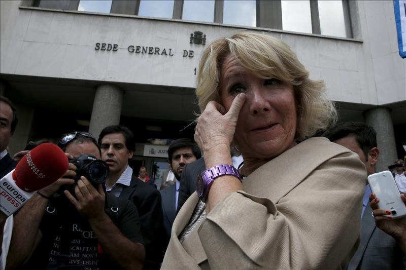 #Lomasleido Seis meses de cárcel para la mujer que calcó la fuga de Esperanza Aguirre http://t.co/aMUGhJacK2 http://t.co/qWPH5q9auW