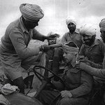 RT @RetroSikh: Amazing photo British Soldiers wearing turbans WW2, Soldier Tommy Lee, Derby, UK, having turban tied by Sikh comrades