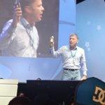 Mi mejor momento en #CPMX6 fue en la conferencia de Bruce Dickinson y su super celular con ganas de volver a #CPMX7 http://t.co/VTz7fhz525