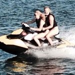 Jennifer Lawrence & @amyschumer are jet-skiing buddies now! http://t.co/T5ezCIOCCi http://t.co/PqKtqR6KWV
