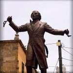 Miguel Hidalgo murió hace 204 años. ¿Sabías que fue en #GDL donde decretó la abolición de la esclavitud? http://t.co/Hpnh9WI67t