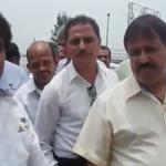Taxistas del Aeropuerto y choferes de Uber se encaran en Carretera a Chapala >> http://t.co/9UDBOkpRgK http://t.co/hIDeYLQhaM