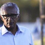 Diretor de futebol garante que renovar contrato de Fábio é a prioridade para o Cruzeiro: http://t.co/w4a5PefC80 http://t.co/T2b2UyrJwh