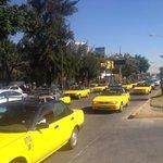 Taxis bloquearon acceso a Aeropuerto a unidades de UBER - http://t.co/J6GlcZzJha http://t.co/c40JSP4Pwg