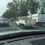 Camioneta llanta ponchada carril central peri antes Ciudad judicial rumbo Vallarta @Trafico_ZMG http://t.co/yQJJx9mdpO