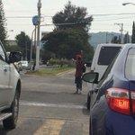 RT: @RafaShifu Niños de la calle coordinando la falta de semáforo de Av. Gpe y Clouthier. http://t.co/lUd7xsgiUk