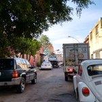 Chaoz en pleno centro de #gdl por grúas levantando autos estacionados en zo… http://t.co/qip2Eo2XwS —@JohananCanales https://t.co/B8ynIL84lJ
