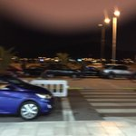 Por eso este país no funciona! #autos estacionados en tomar y dejar pasajeros en #aeropuertolaserena @LaSerena_Chile http://t.co/pBlax2JnTp