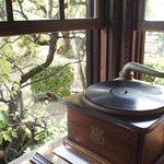 【7月31日は《蓄音機の日》。古き懐かしき時間へタイムスリップして、しばし忘暑のひとときを】 http://t.co/WESzmKpypE 全国的に梅雨が明け、日本列島全域で暑さ厳しい日々が続いていますね。こんなときは、.. http://t.co/GR3Qqka2TY