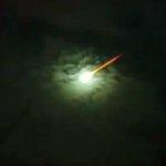 Possível meteoro surpreende nos céus de Rio Grande do Sul, Uruguai e Argentina http://t.co/Tt6aR6rcoi http://t.co/g5UXr7UEqz