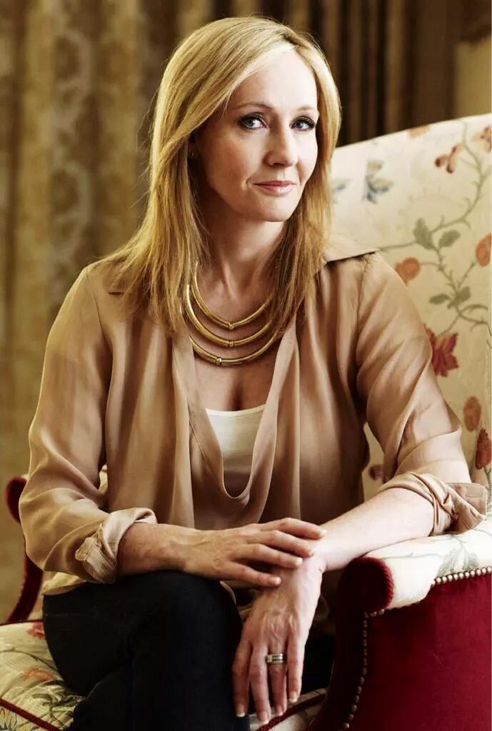 To the woman who's made me love books and cinema like no one else has, J.K. Rowling. #HappyBirthdayJKRowling http://t.co/lHqVMgDTNK