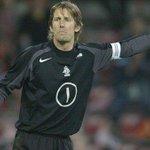 In de slotafl. van #Ajax & Oranje: ruim baan voor recordinternational (130 caps) @vdsar1970! http://t.co/OjZIVMAG3c