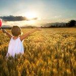 #FelizViernes a veces,lo que comienza como una simple locura, puede convertise en lo mejor de tu vida. smile for me???? http://t.co/5kzuNjJhdO