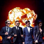 Actual photo of the moment 1D dropped their new surprise single on iTunes #DragMeDown http://t.co/EP6TwOftbi http://t.co/98UVhY41Yn