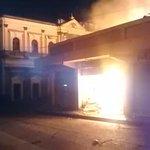Fuerte incendio consume negocios del centro histórico de #Xela http://t.co/wBrqESFSzG
