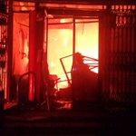 Al menos 11 locales reducidos a cenizas en incendio en centro histórico de #Xela.. @ErickColop http://t.co/6mFZTuQM21