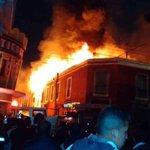 7 locales han sido consumidos por las llamas y 3 personas han sido trasladadas al IGSS de la zona 1 en Quetzaltenango http://t.co/QEuH6rYpN5