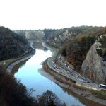 Stranded pair out climbing without enough rope rescued from Avon Gorge http://t.co/t2kIAB9VM1 http://t.co/RBdZpBXrex