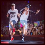 """""""#DragMeDown is now the fastest song to ever climb to no.1 on iTunes music"""" http://t.co/6blLL2B9oY"""