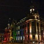 Conservatorium Hotel verlicht met regenboogkleuren voor Gay Pride http://t.co/o2f4nnWkND http://t.co/TYRgaXP0yy
