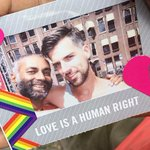 Op de #GayPride laten zien hoe fabulous je bent? Vind ons en laat je eigen Love-Polaroid & doneer aan het Pride Fonds http://t.co/NK5C2FuxYz