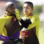 """Yes""""@BucsKopite: Khuzwayo when he sees Khune at training.... http://t.co/BqpFHIY1WC"""""""