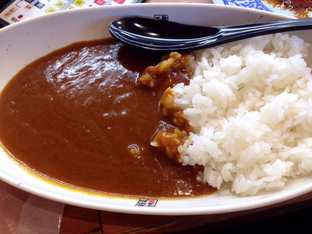 話題のくら寿司のシャリカレー早速食べてみましたよね。なんと言うか、まあ、酢飯にかかったカレーでしたよね… http://t.co/ajZl93wjc5