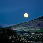 Rare blue moon to light up the skies above #Bradford tonight #BlueMoon http://t.co/PKK9px2yOP http://t.co/dQZOkZvsI3