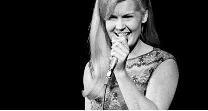Very sad right now RT @Tennessean: 'Rose Garden' singer Lynn Anderson dies at 67 http://t.co/p0cd6SKyjr http://t.co/etZ2AwkkLp