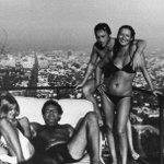 Джессика Лэнг, Милош Форман, В.Высоцкий и Марина Влади. США, Лос–Анджелес, август 1976 .. А ты как август встретишь? http://t.co/hYqHli8xbp
