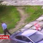 Похитителя 10-летней девочки в Гатчине вычислили по камерам наблюдения Видео: http://t.co/9qpjRUr1NL http://t.co/w4WmMfwVoV