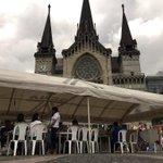 Funcionarios del #SENA en Caldas en Plaza de Bolívar Mzales en jornada #YomeInscriboalSENA _ 2pm lanzamiento oficial http://t.co/RfK4jkKA2R