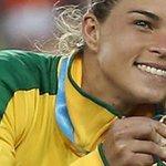 Ladrões roubam medalha de ouro do Pan de jogadora da seleção feminina de futebol http://t.co/3t3ZMdERa3 #G1 http://t.co/6n6v1DfhJq