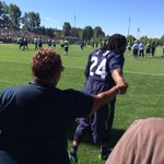 #beastmode Marshawn Lynch makes time to give his mom a hug during training camp. Love it. #Seahawks @Seahawks http://t.co/7xNH0VKG8A