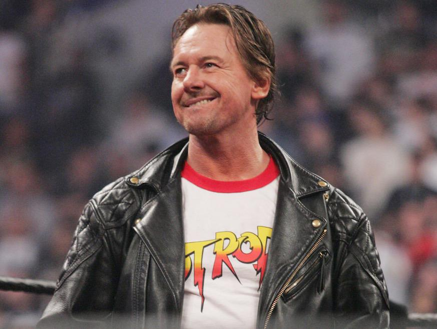 "WWE star ""Rowdy"" Roddy Piper passes away at age 61 http://t.co/5PMUXzAwiS http://t.co/ZqALxTipgh"