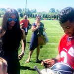 Its @ciara and @DangeRussWilson taking a lot time with the #Seahawks fans after practice! @seahawks http://t.co/SEhWKZ5ifJ