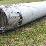 Wing on Indian Ocean island suspected to be Malaysia Airlines MH370 debris http://t.co/HMPkhKuCWv http://t.co/BW6edn8AOa