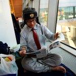 ФОТОРЕПОРТАЖ. В Шереметьево уже второй месяц живет японец http://t.co/Dx3m1Vs33n http://t.co/iQPBrXYX0D