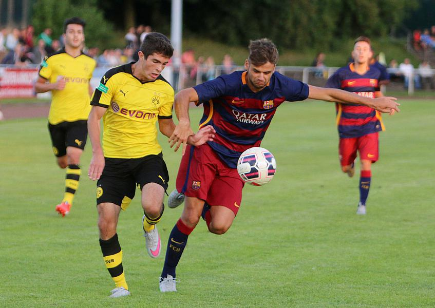 Christian Pulisic (@cpulisic_10) scores game-winner in @BVB U19's 2-1 win over Barcelona. (photo via @RNBVB) http://t.co/iR0WdigcJm