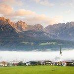 هذا الجمال موجود في النمسا قرية إلماو الصغيرة صباحاً والضباب حولها http://t.co/xk4tPIv5TS