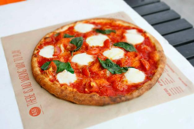 .@KingJames's Blaze Pizza, that's taking off in the U.S., is opening a Toronto location: http://t.co/1Hy0NlrxxI http://t.co/rnglHyzVUl