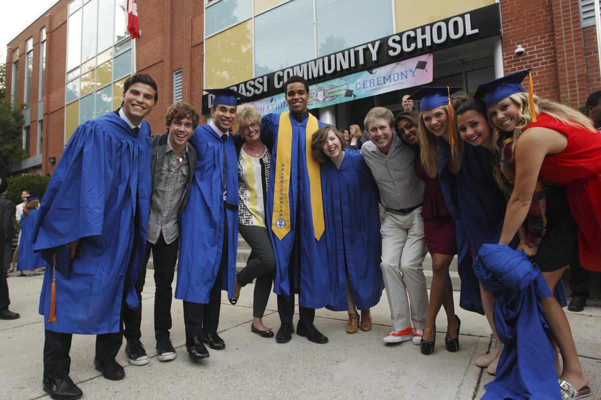Words can't express how much we'll miss these #Degrassi grads. What an extraordinary journey. http://t.co/9iTBDvDiEa