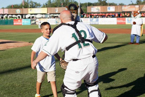 It was our pleasure to welcome US Air Force Technical Sgt. Joe Amore who surprised his son by catching his 1st pitch. http://t.co/XFUs5aU1Me
