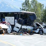 Update: DOT says Seward Highway will be closed for another 1-2 hours after fatal bus crash http://t.co/4dDznkjpEh http://t.co/uyi7rZpYb8