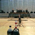 灼熱の中に並んだコーラ。ヤバそう #mft2015 http://t.co/eXtb2mPyYB