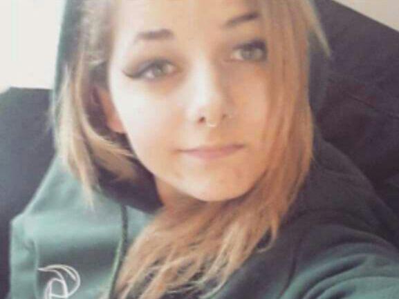 אנא שתפו: אנו מבקשים את עזרתכם באיתור הנעדרת מאיה שמולביץ', בת 15, שנראתה לפני יומיים בתחנת הרכבת בהרצליה http://t.co/lOR9yZGpEy